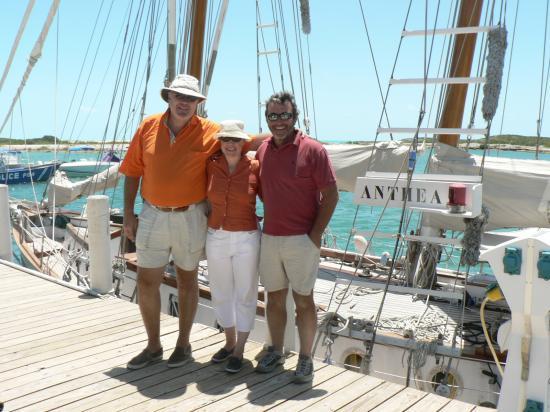 Pierre et sa charmante épouse, Valérie, à Caicos sur Echappée